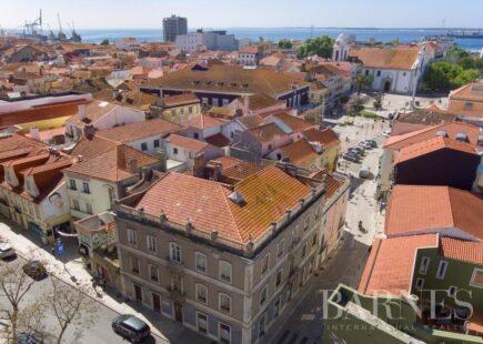 Prédio centro de Setúbal   Imobiliário   marca de luxo   BARNES Portugal