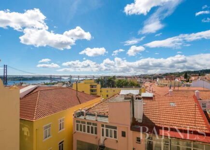 2-Bedroom Apartment with Balcony Overlooking the River