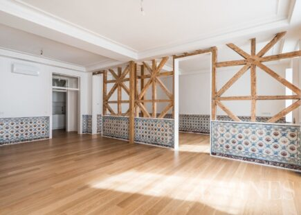 Charming Apartment with 216 sqm | Real Estate | BARNES Portugal