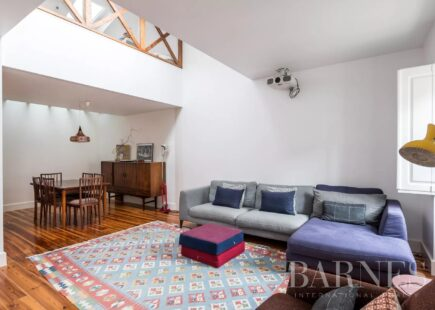 Duplex apartment between Chiado and Cais do Sodré