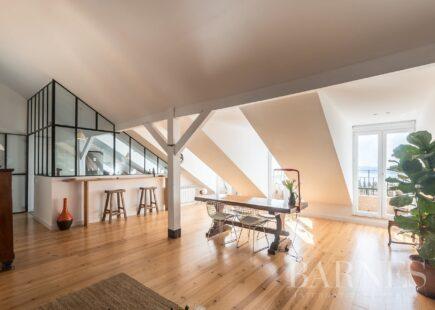 Apartamento com dois quartos com varandas | BARNES Portugal